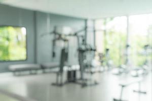 Desenfoque abstracto gimnasio y equipo de fitness foto