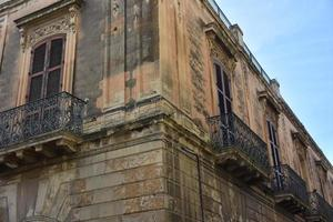 italia, lecce, ciudad con arquitectura barroca e iglesias y restos arqueológicos. foto