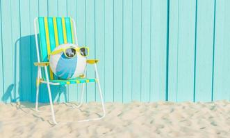 pelota con gafas de sol en la playa foto