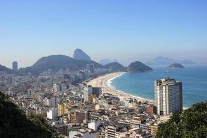 playa de copacabana, vista desde lo alto del cerro cantagalo foto