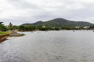Playa de grava ubicada en Santa Catarina, Brasil foto