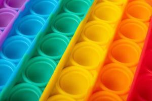 colorido pop it, juguete antiestrés para niños con trastornos sensoriales foto