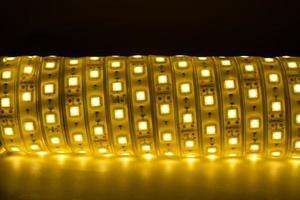 bobina de luz cálida de tira de led para iluminación del hogar foto
