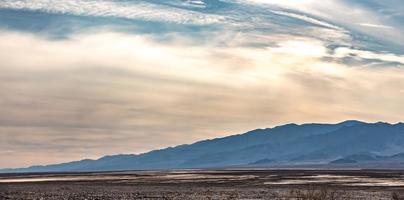 amanecer en el desierto de california del valle de la muerte foto