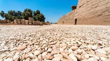 antigüedades en el templo de karnak sin gente en luxur foto