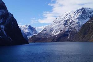 con un crucero por el fiordo ardalsfjord foto