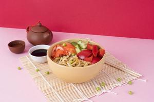 plato plano de comida sushi foto