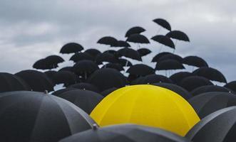 los paraguas salen volando foto