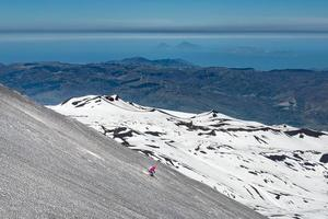 esquiar en el volcán etna foto