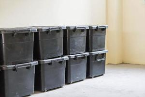 caja de almacenamiento de plástico en la habitación foto