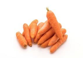 zanahorias baby sobre fondo blanco foto