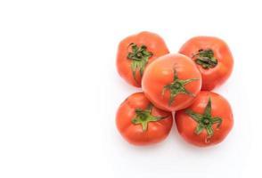 tomates frescos sobre fondo blanco foto