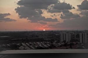 una loca puesta de sol en israel vistas de la tierra santa foto