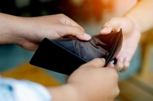 fracaso de las finanzas, falta de dinero, falta de ingresos, foto