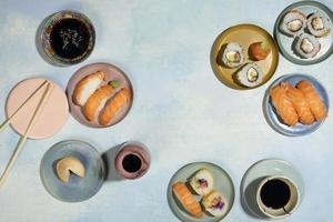 el surtido de deliciosa comida oriental foto
