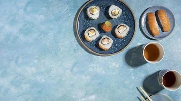 deliciosa comida asiática con espacio de copia foto