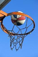 deporte en forma y concepto de vida saludable baloncesto foto