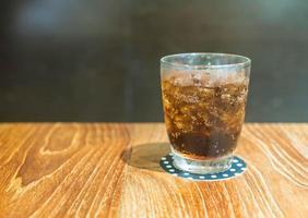 primer plano, vaso de cola, con, hielo foto