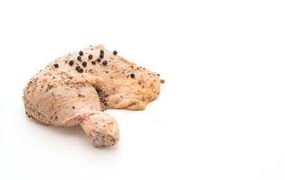 muslo de pollo marinado con salsa, pimientos negros, ajo y chile seco foto