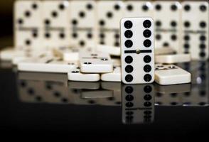 juego de estrategia dominó piedras foto