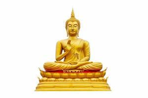 Buda de oro sobre un fondo blanco. foto