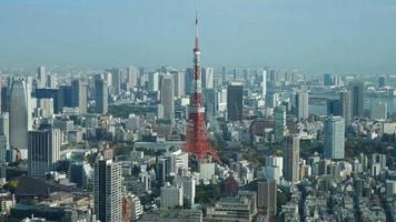 Time lapse tokyo tower avec la ville de tokyo au japon video