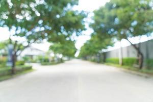 Carretera de asfalto borrosa abstracta: realce el color y el estilo de procesamiento de iluminación con efecto de destello solar foto