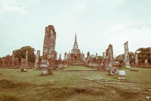 Hermosa arquitectura antigua histórica de Ayutthaya en Tailandia - efecto vintage foto