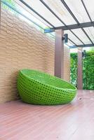 al aire libre con silla circular foto