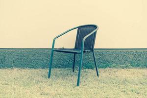silla con pared vacía para espacio de copia - filtro de efecto vintage foto