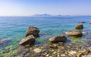 paisajes costeros naturales kos island grecia montañas acantilados rocas. foto