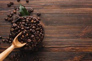 Mesa de granos de café tostados orgánicos. hermosa foto de alta calidad