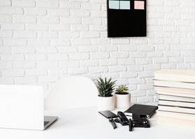espacio de trabajo amplio y luminoso foto