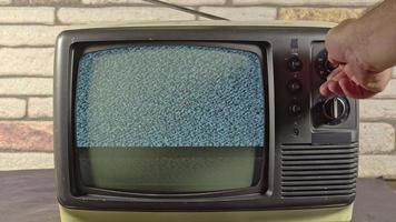 Vintage analógico antiguo modelo de televisión de búsqueda manual de canales video