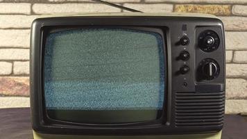 Tv modelo antiguo analógico vintage sin imagen en imágenes de pantalla video