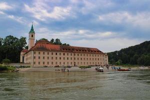Monasterio de Kloster Weltenburg en la ribera del río Danubio foto