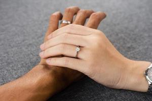 de la mano de lujo anillo de diamantes de compromiso de joyería foto