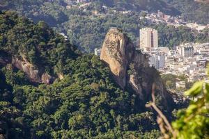 pico agulhinha el inhanga, ubicado en copacabana en rio de janeiro. foto