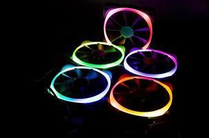 ventiladores de computadora con luces de colores led foto