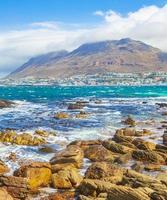 Paisaje costero rocoso en False Bay, Ciudad del Cabo, Sudáfrica foto