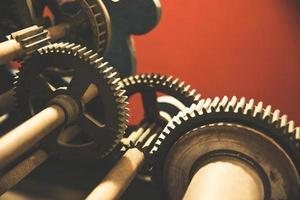 viejos engranajes mecánicos de hierro foto