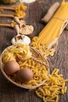 pasta italiana macarrones sin cocer foto