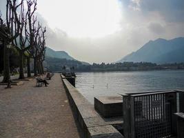 paisaje de lecco y su lago foto