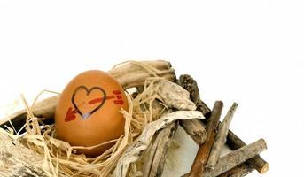forma de corazón en los huevos foto