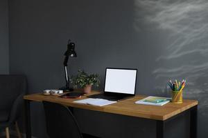 equipo escolar en línea en casa foto