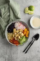 arreglo con deliciosa comida vegana foto