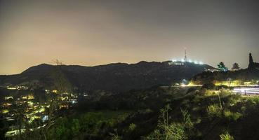 colinas de hollywood y el paisaje circundante cerca de los ángeles foto