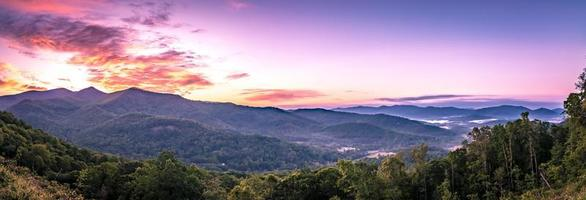 Montañas Blue Ridge cerca de Mount Mitchell y Cragy Gardens foto