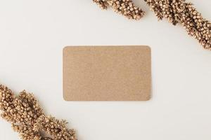 maqueta de tarjeta de visita de papel kraft foto