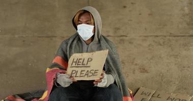 hombre sin hogar, tenencia, por favor, ayuda, firmar video